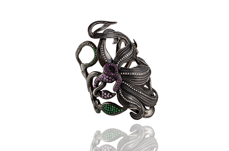Bracciale fiore in argento bagnato nel rutenio nero zaffiri multicolor diamanti e tzavoriti