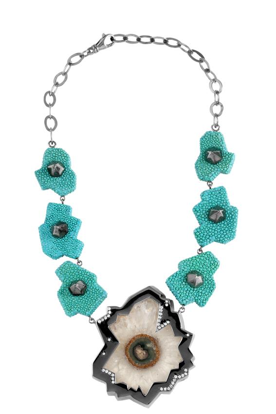 Collana galuchat turchese argento bagnato nel rutenio nero fiore di cristallo di rocca e diamanti