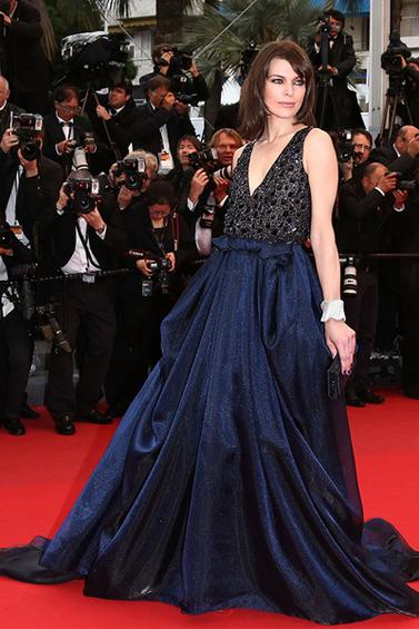 07_Cannes-2013-Milla-Jovovich-in-Armani-Privé